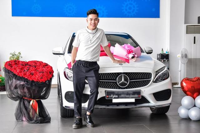 Gây ấn tượng trong ngày nhận xe, 9X Bắc Ninh thửa ngay kiểu đầu đậm chất 'fan cuồng Mercedes-Benz - Ảnh 2.