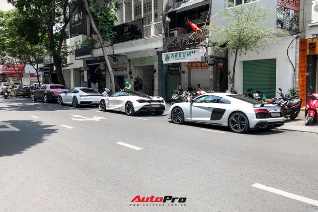 Rolls-Royce Ghost của Ngọc Trinh dẫn đầu đoàn siêu xe tiền tỷ diễu hành trên phố Sài Gòn - Ảnh 2.