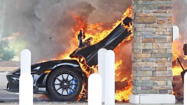Đổ xăng bất cẩn McLaren 765LT hàng hiếm cháy thành đống tro tàn - Ảnh 1.