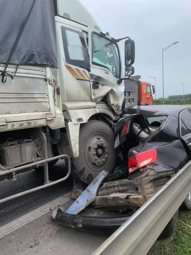 Chủ Camry vừa đăng bán xe, vài tiếng sau đã gặp tai nạn kinh hoàng trên cao tốc - Ảnh 1.