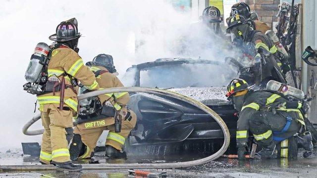 Đổ xăng bất cẩn McLaren 765LT hàng hiếm cháy thành đống tro tàn - Ảnh 4.