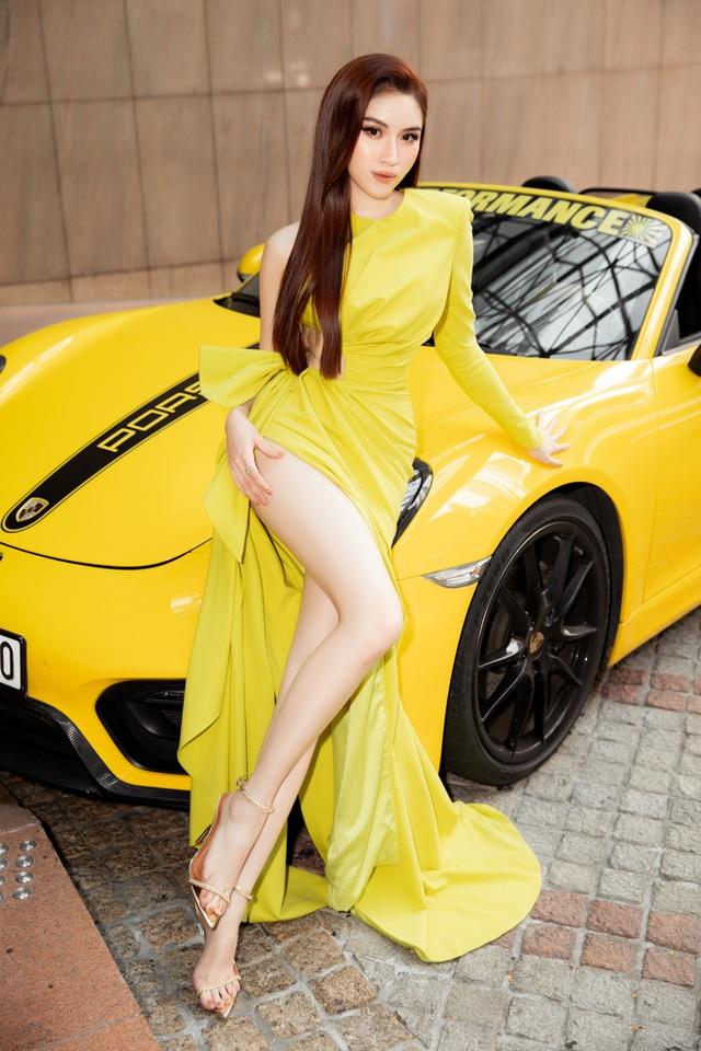 Thanh Thanh Huyền khoe chân dài bên siêu xe - Ảnh 5.
