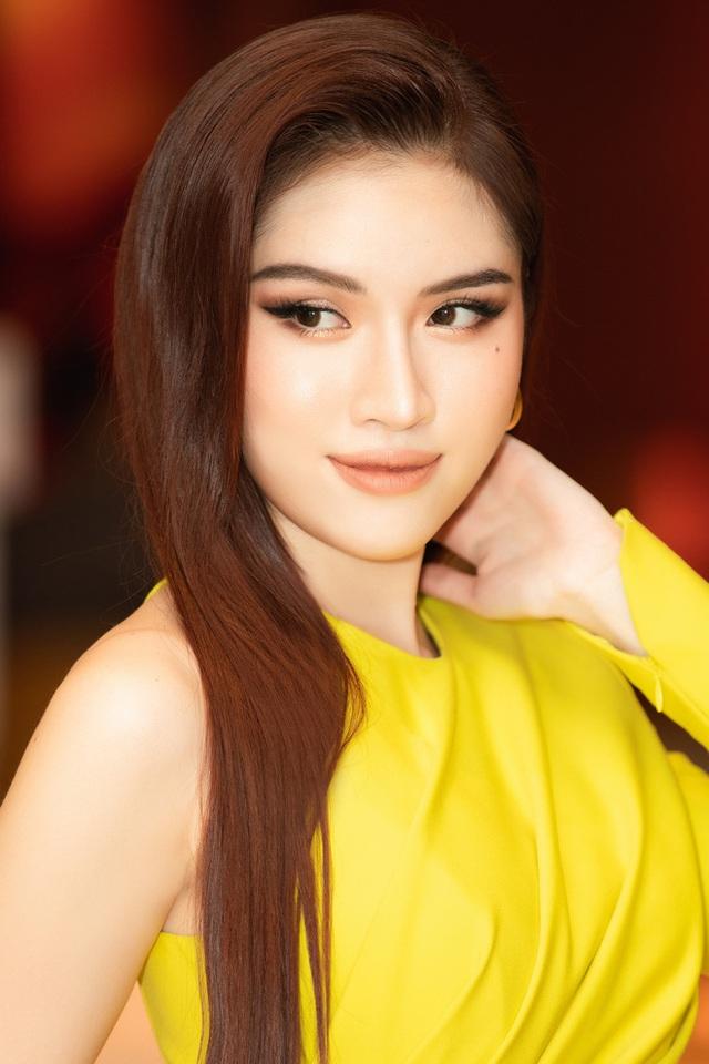 Thanh Thanh Huyền khoe chân dài bên siêu xe - Ảnh 8.