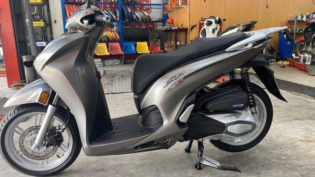 Honda SH 350i đầu tiên về Việt Nam: Giá hơn 350 triệu đồng, nhập Ý, dành cho giới nhà giàu chịu chơi - Ảnh 1.