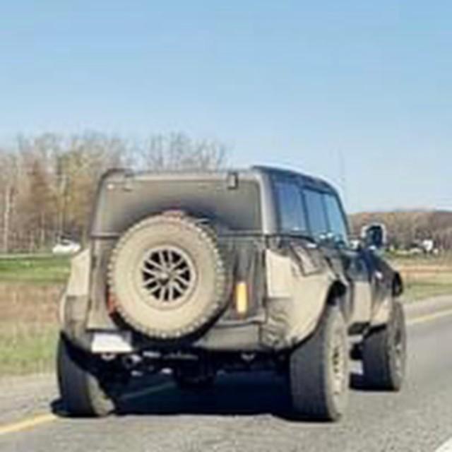 Ford Bronco Warthog: SUV cho đại gia nhớ nhung Hummer máy xăng - Ảnh 1.
