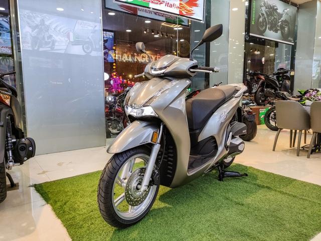 Chi tiết Honda SH 350i đầu tiên tại Việt Nam: Giá hơn 360 triệu đồng, lô đầu chỉ có 5 chiếc - Ảnh 4.