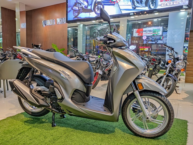 Chi tiết Honda SH 350i đầu tiên tại Việt Nam: Giá hơn 360 triệu đồng, lô đầu chỉ có 5 chiếc - Ảnh 1.