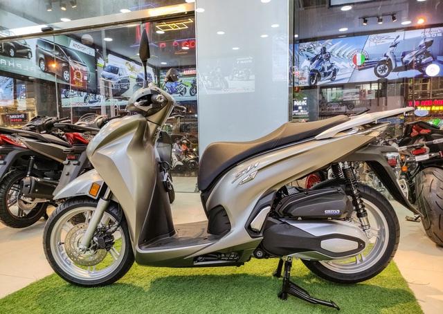 Chi tiết Honda SH 350i đầu tiên tại Việt Nam: Giá hơn 360 triệu đồng, lô đầu chỉ có 5 chiếc - Ảnh 2.