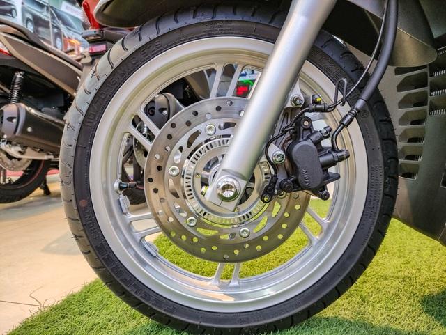 Chi tiết Honda SH 350i đầu tiên tại Việt Nam: Giá hơn 360 triệu đồng, lô đầu chỉ có 5 chiếc - Ảnh 7.