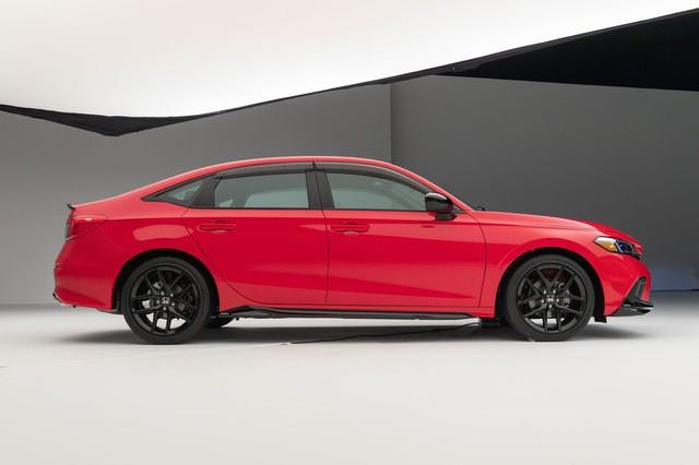 Chi tiết Honda Civic 2022 ngoài đời thực: Sang chảnh hơn, giảm chất thể thao, thêm nhiều trang bị bắt kịp thời đại, phả hơi nóng lên Mazda3 - Ảnh 7.