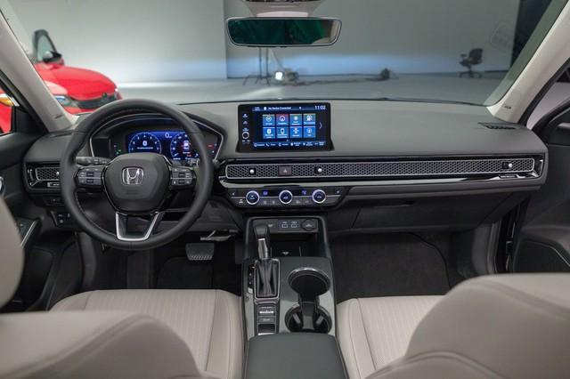 Chi tiết Honda Civic 2022 ngoài đời thực: Sang chảnh hơn, giảm chất thể thao, thêm nhiều trang bị bắt kịp thời đại, phả hơi nóng lên Mazda3 - Ảnh 14.