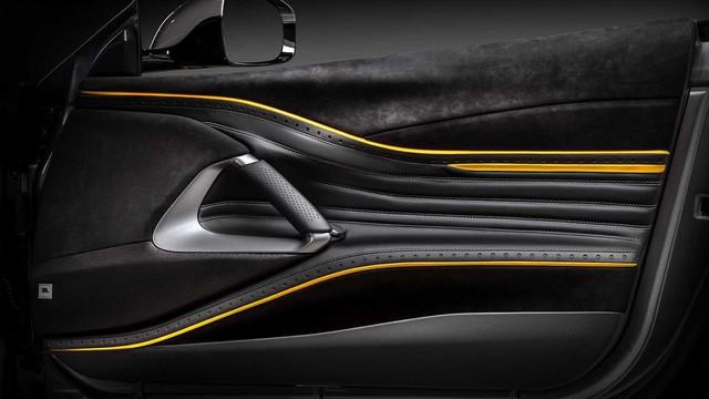 Ferrari 812 Superfast độ nội thất vàng đen hút mắt - Gợi ý hoàn hảo cho đại gia Việt - Ảnh 7.