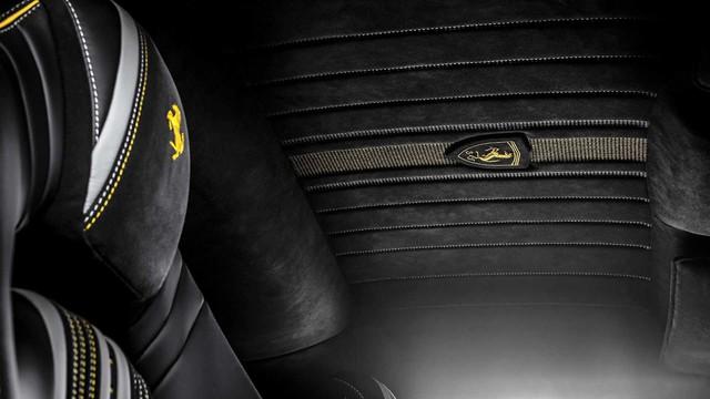 Ferrari 812 Superfast độ nội thất vàng đen hút mắt - Gợi ý hoàn hảo cho đại gia Việt - Ảnh 5.