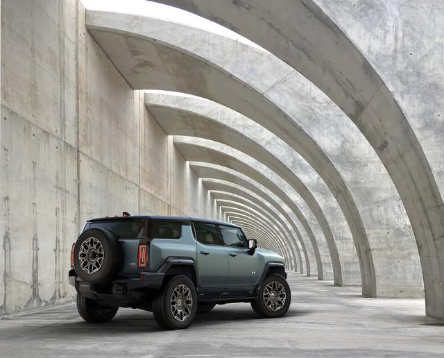 Ra mắt GMC Hummer EV SUV: Hummer nhanh nhất lịch sử, sức mạnh đủ khiến Lamborghini Urus hít khói - Ảnh 1.