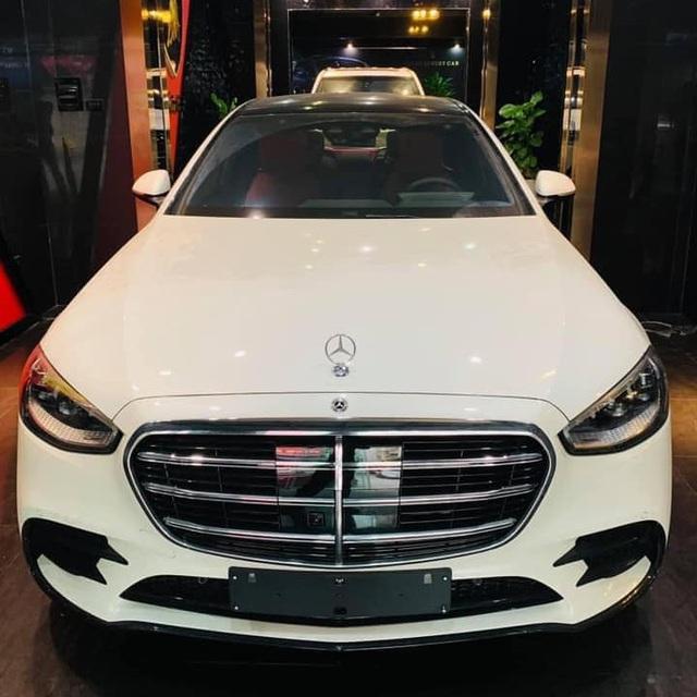Mercedes-Benz S-Class 2021 đầu tiên về Việt Nam: Giá gần 10 tỷ, nhiều trang bị lạ lùng lần đầu xuất hiện - Ảnh 1.