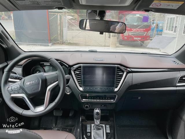 Isuzu D-Max chính thức cập bến đại lý, giá hơn 800 triệu đồng nhưng vẫn thua công nghệ Ford Ranger - Ảnh 3.