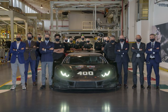 400 chiếc Lamborghini Huracan ra đời sau 7 năm, 14 chiếc về tay đại gia Việt - Ảnh 1.
