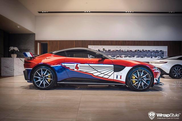 Minh Nhựa lần đầu cầm lái Aston Martin V8 Vantage chở vợ trong hành trình VietRally - Ảnh 8.