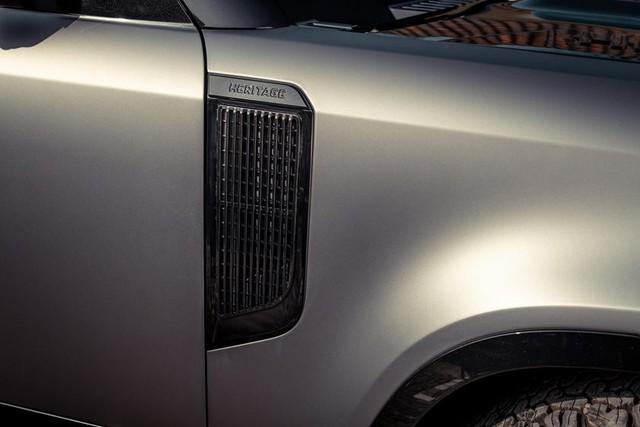 Land Rover Defender do kieu ri set cho nha giau thich choi troi