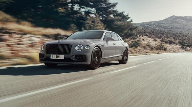 Bentley Flying Spur được nâng cấp: Cabin yên tĩnh, thêm trang bị đấu Rolls-Royce Ghost