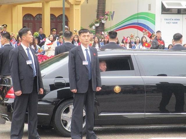 Chiếc xe người Nga mượn cho tổng thống Putin: Siêu khủng! - Ảnh 6.