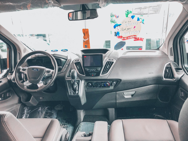 Đại lý đua xả hàng Ford Tourneo giảm 100 triệu đồng: Sản xuất 2021, số lượng ít, đủ loại quà tặng kèm - Ảnh 3.
