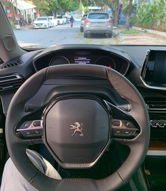 Người dùng đánh giá Peugeot 2008: Đẹp, chảnh hơn Kona, Seltos, nhưng cầm lái mới thấy còn nhiều vấn đề - Ảnh 8.