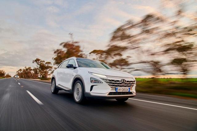 Mẫu ô tô Hyundai lập kỷ lục thế giới, chạy gần 900 km chỉ với 1 bình nhiên liệu nạp đầy - Ảnh 1.