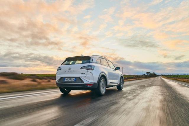 Mẫu ô tô Hyundai lập kỷ lục thế giới, chạy gần 900 km chỉ với 1 bình nhiên liệu nạp đầy - Ảnh 2.
