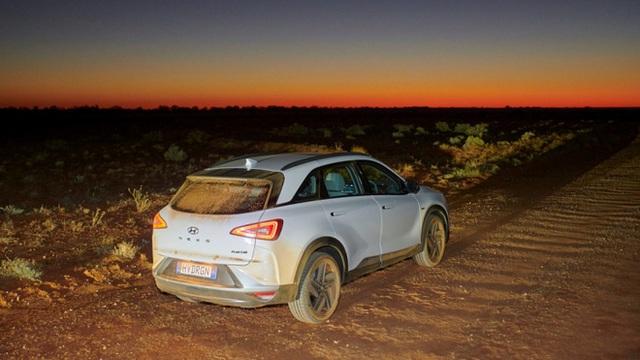 Mẫu ô tô Hyundai lập kỷ lục thế giới, chạy gần 900 km chỉ với 1 bình nhiên liệu nạp đầy - Ảnh 9.