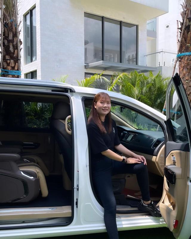 Nữ hoàng nội y Ngọc Trinh mua Kia Sedona Signature giá hơn 1,2 tỷ đồng tặng trợ lý Thúy Kiều - Ảnh 5.
