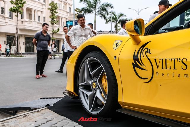 Ferrari F8 Spider của nữ doanh nhân cà phê 9x nâng cấp hàng loạt đồ chơi hàng hiệu - Ảnh 4.
