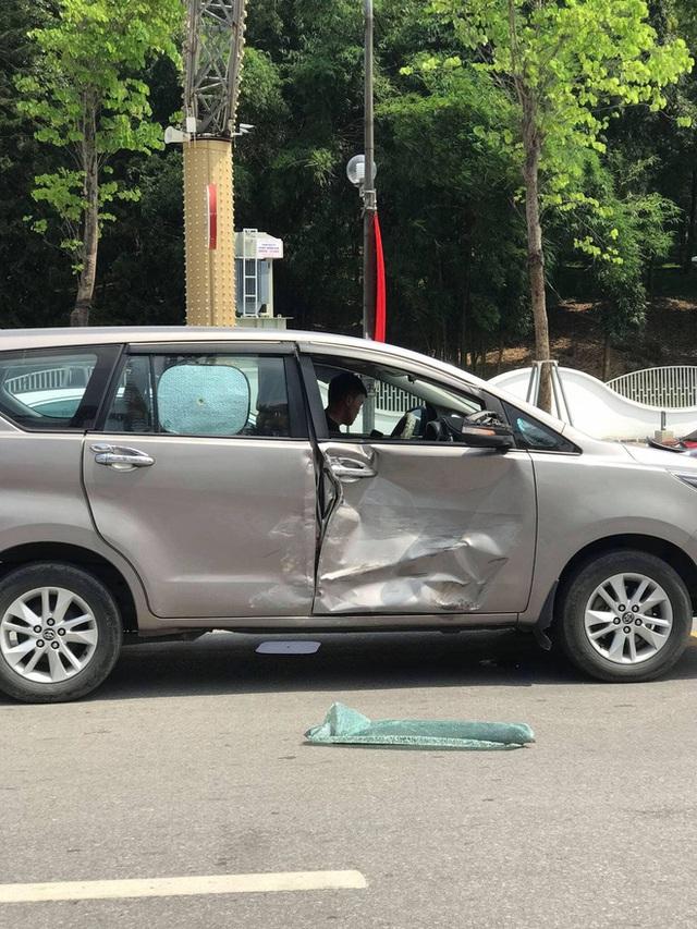 """Bánh xe Hyundai bất ngờ rụng, lăn ra đường - Camera hành trình """"bóc"""" cú đâm gây tai hoạ - Ảnh 2."""