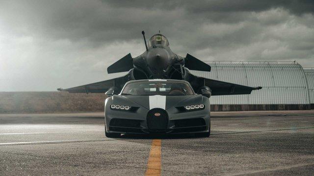 Siêu xe Bugatti đua với máy bay chiến đấu và cái kết làm bất ngờ tất cả - Ảnh 2.