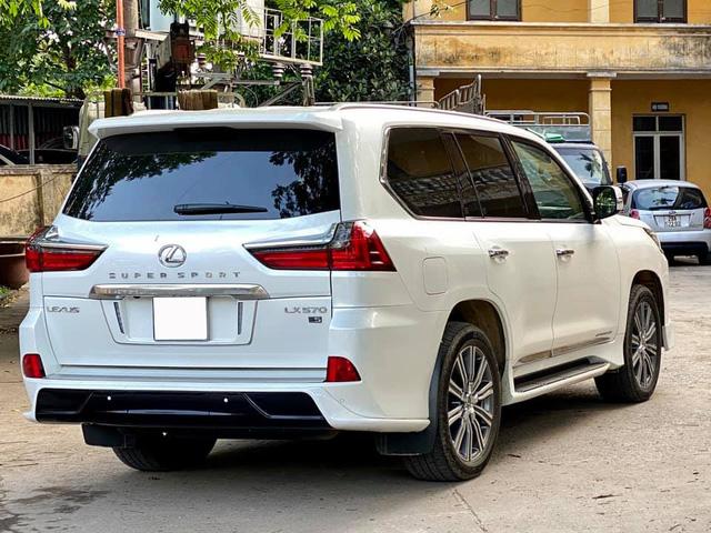 Lexus LX 570 Super Sport hiếm hoi được rao bán: Khấu hao hàng tỷ đồng sau 5 năm nhưng vẫn đắt ngang BMW X7 đập hộp - Ảnh 3.