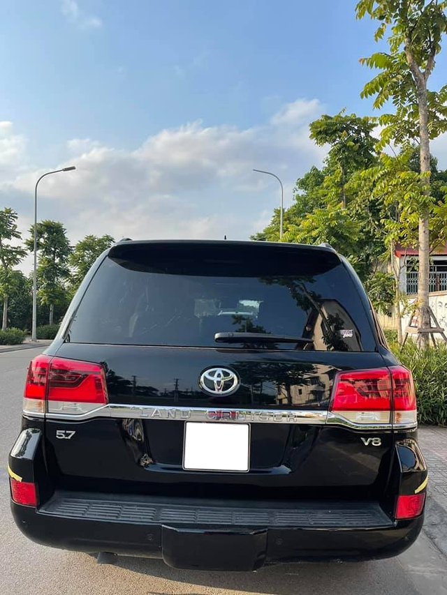 5 năm tuổi, Toyota Land Cruiser nhập Mỹ bán lại vẫn đắt hơn giá xe mới chính hãng - Ảnh 2.