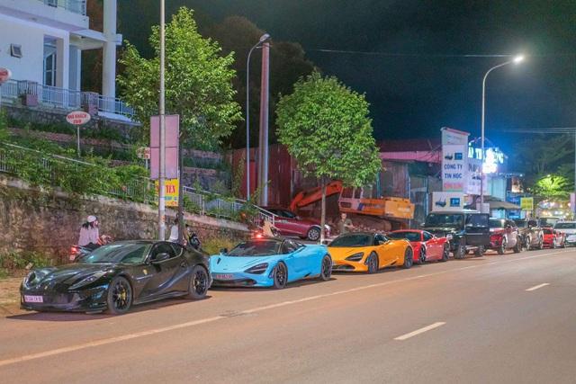 Dàn siêu xe của giới đại gia Sài Gòn bất ngờ xuất hiện tại Đắk Nông - Ảnh 1.