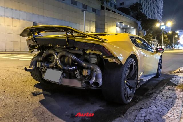 Lamborghini Huracan từng của doanh nhân Nguyễn Quốc Cường độ phong cách cởi truồng cực dị - Ảnh 4.