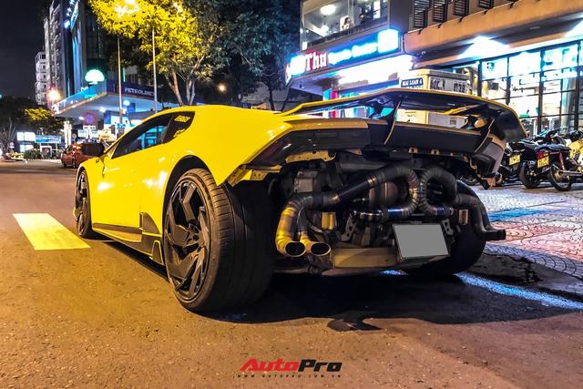 Lamborghini Huracan từng của doanh nhân Nguyễn Quốc Cường độ phong cách cởi truồng cực dị - Ảnh 2.