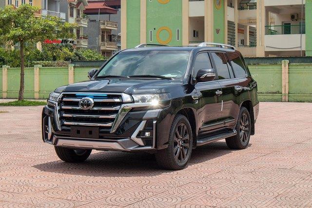 Vừa khui thùng Toyota Land Cruiser 2021, đại gia Việt chịu chơi chi hơn 500 triệu độ theo phong cách độc với lưới tản nhiệt khổng lồ như xe đời mới - Ảnh 1.