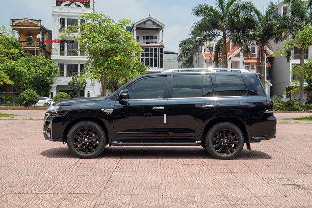 Vừa khui thùng Toyota Land Cruiser 2021, đại gia Việt chịu chơi chi hơn 500 triệu độ theo phong cách độc với lưới tản nhiệt khổng lồ như xe đời mới - Ảnh 3.