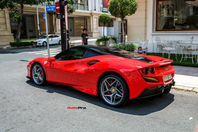 Doanh nhân Nguyễn Quốc Cường cầm lái Ferrari F8 Tributo dạo phố, xuất hiện cùng một siêu xe mới âm thầm về nước - Ảnh 4.