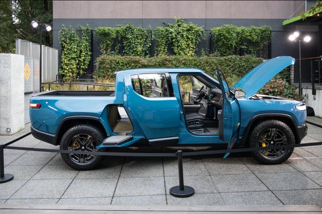 Đây là mẫu xe đang được tỉ phú giàu nhất thế giới sử dụng - Ảnh 1.