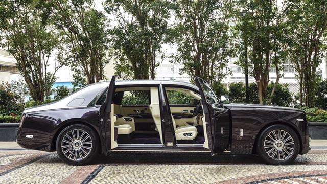 Rolls-Royce Phantom bị tịch thu do có chất liệu nội thất từ da cá sấu  - Ảnh 1.