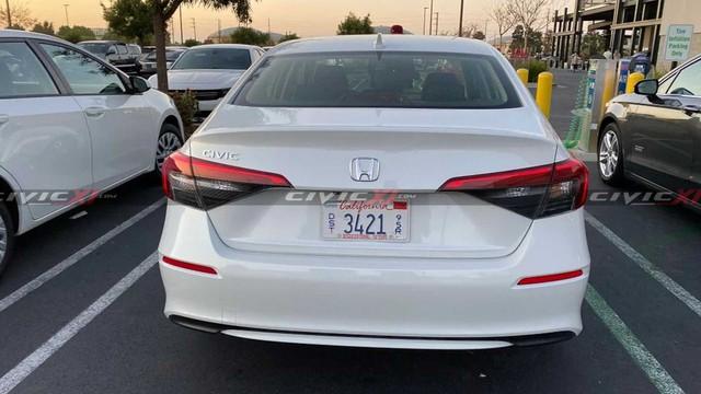 Honda Civic đời mới lần đầu lộ diện ngoài đời thực - Đối thủ trực diện của Mazda3 và Hyundai Elantra - Ảnh 3.