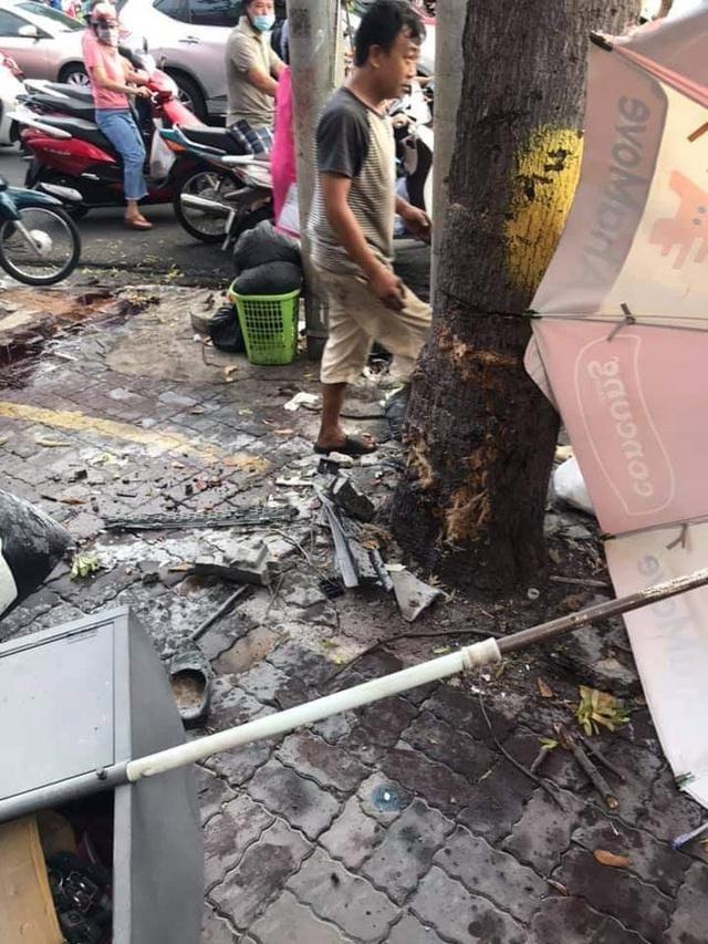 Kinh hoàng clip: Nữ tài xế lao lên vỉa hè, đâm loạt xe máy khiến 2 người bị thương - Ảnh 3.