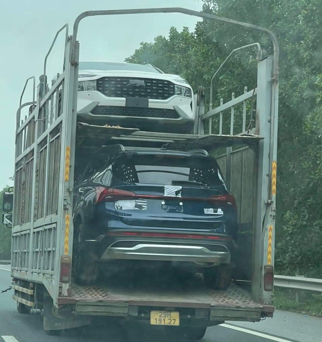 Hyundai Santa Fe 2021 lăn bánh trên phố với đầy đủ biển số: Một chi tiết tiết lộ nguồn gốc thực sự - Ảnh 3.