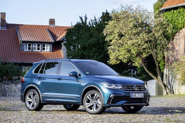 Volkswagen Tiguan Allspace 2022 nhá hàng trước ngày ra mắt: Đèn LED sành điệu, nội thất nhiều công nghệ hơn - Ảnh 1.