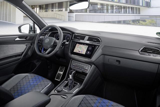 Volkswagen Tiguan Allspace 2022 nhá hàng trước ngày ra mắt: Đèn LED sành điệu, nội thất nhiều công nghệ hơn - Ảnh 2.