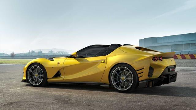 Ferrari quyết tâm sống chết cùng động cơ V12 - Ảnh 1.